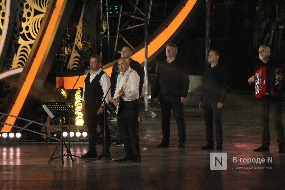 Огонь, вода и звезды эстрады: Как прошло гала-шоу 800-летия Нижнего Новгорода - фото 13