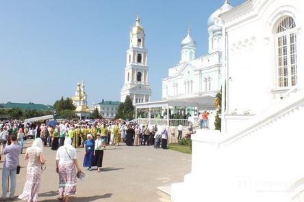 Визит Волочковой в Дивеево